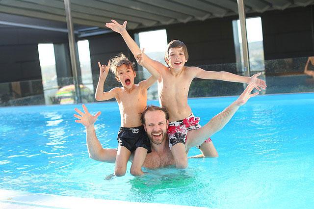 Nauka pływania dla małych dzieci