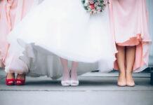 Buty ślubne z biżuteryjnym motywem