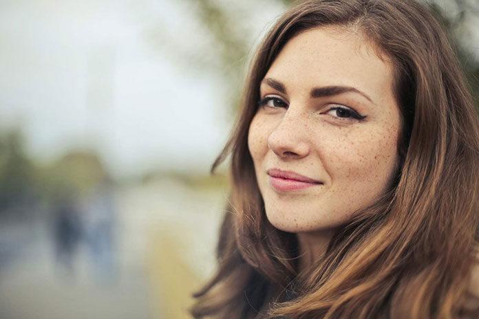 Konturowanie ust kwasem hialuronowym. Podkreśl rysunek swoich ust