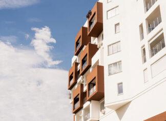 Bezramowe zabudowy balkonu - stylowa architektura nowoczesna Czym są bezramowe zabudowy balkonu